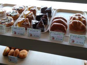 アマノベーカリー 店内 クリームパン