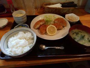 西船橋 おかわりや カニクリームコロッケトッピング定食